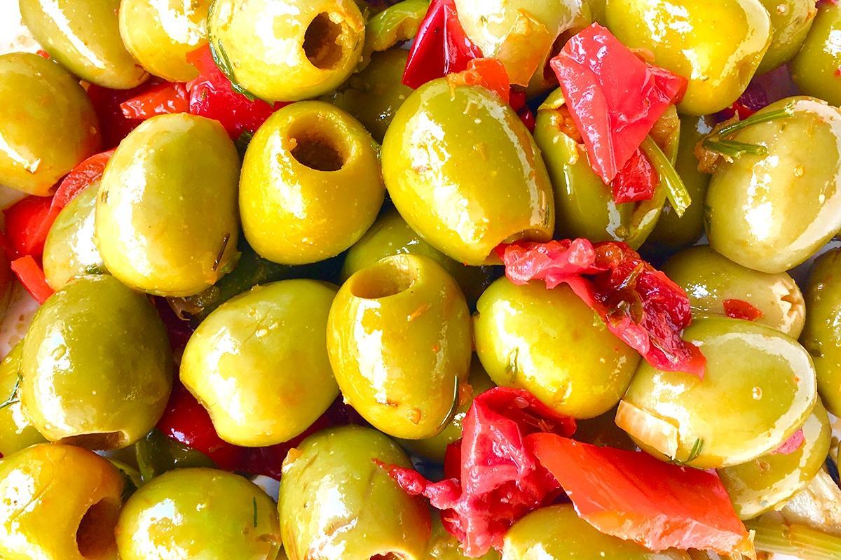 olivas gordal sin hueso con salsa mojo picón