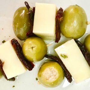 brocheta de aceituna queso tomate seco y atun aceitunas lorente