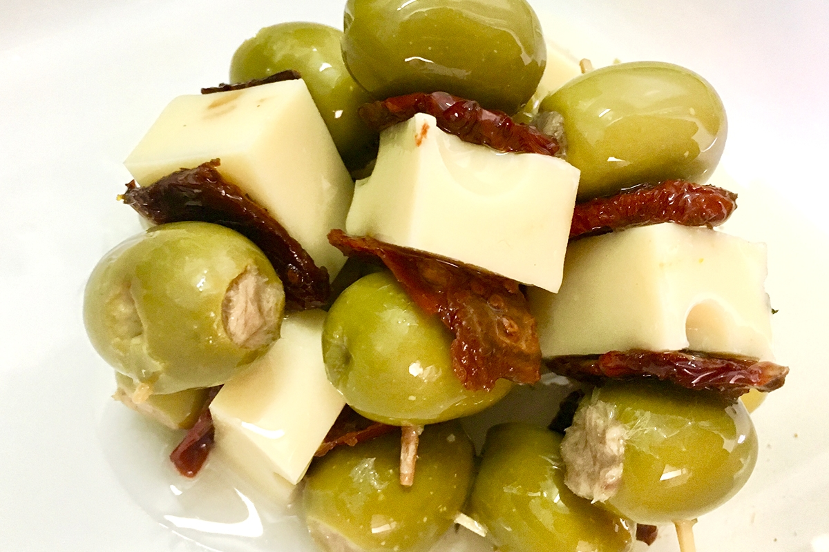 brocheta de aceituna queso tomate seco y atun aceitunas lorente torrevieja