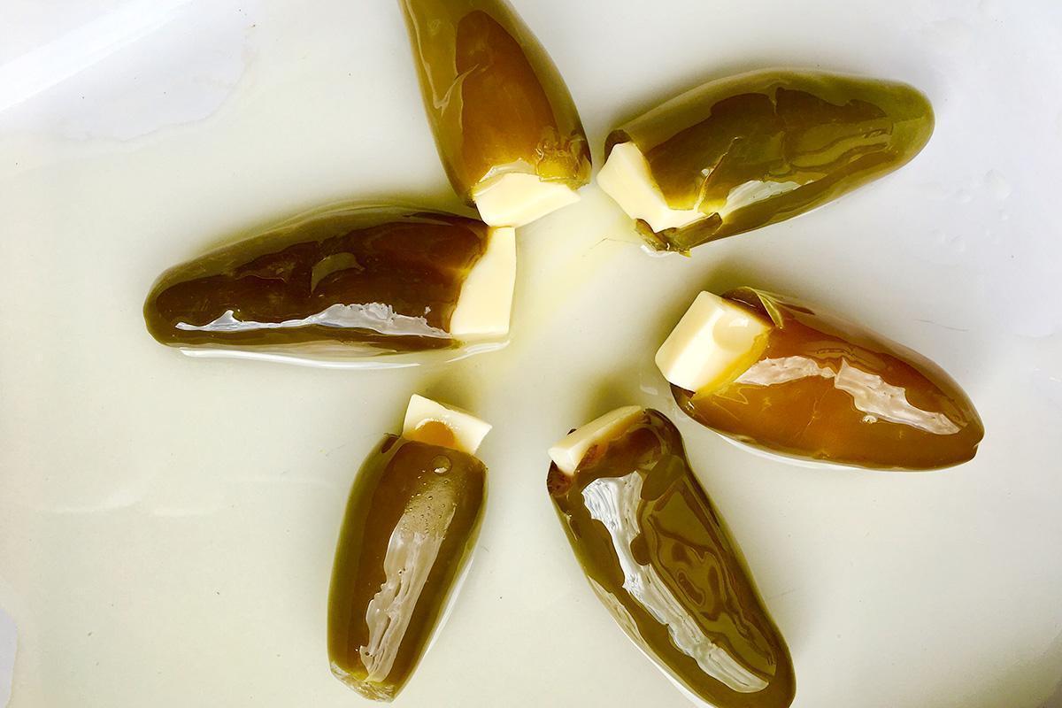jalapeño relleno de queso tierno