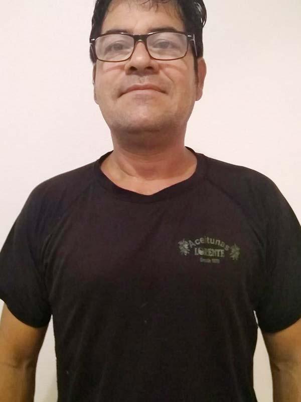 trabajador aceitunas lorente marco perez